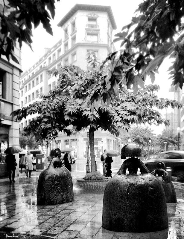 Bilbao y las tres meninas de Manolo Valdés