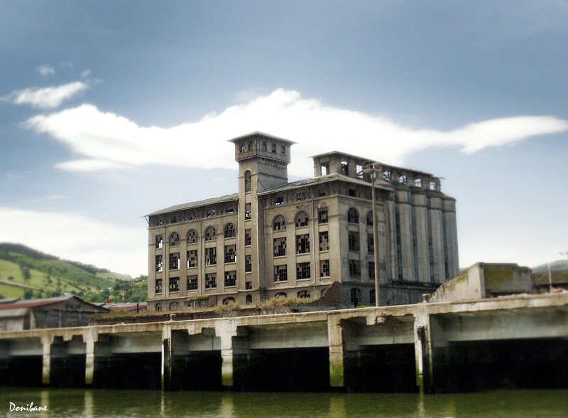 """""""An old  industrial heritage in the Bilbao River"""" by Donibane"""