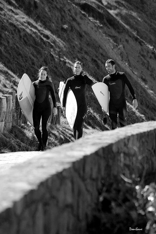 surfers_subiendo