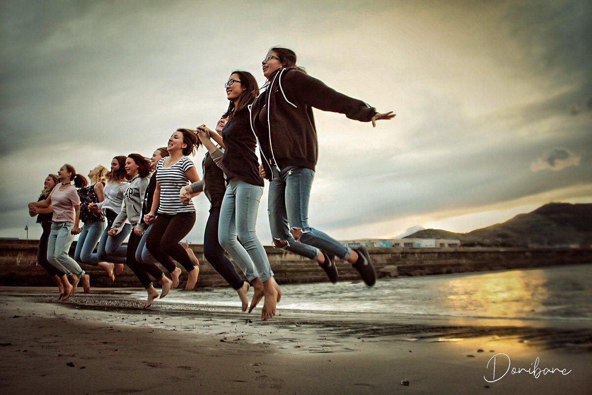 Grupo de turistas en playa de Getxo por Donibane