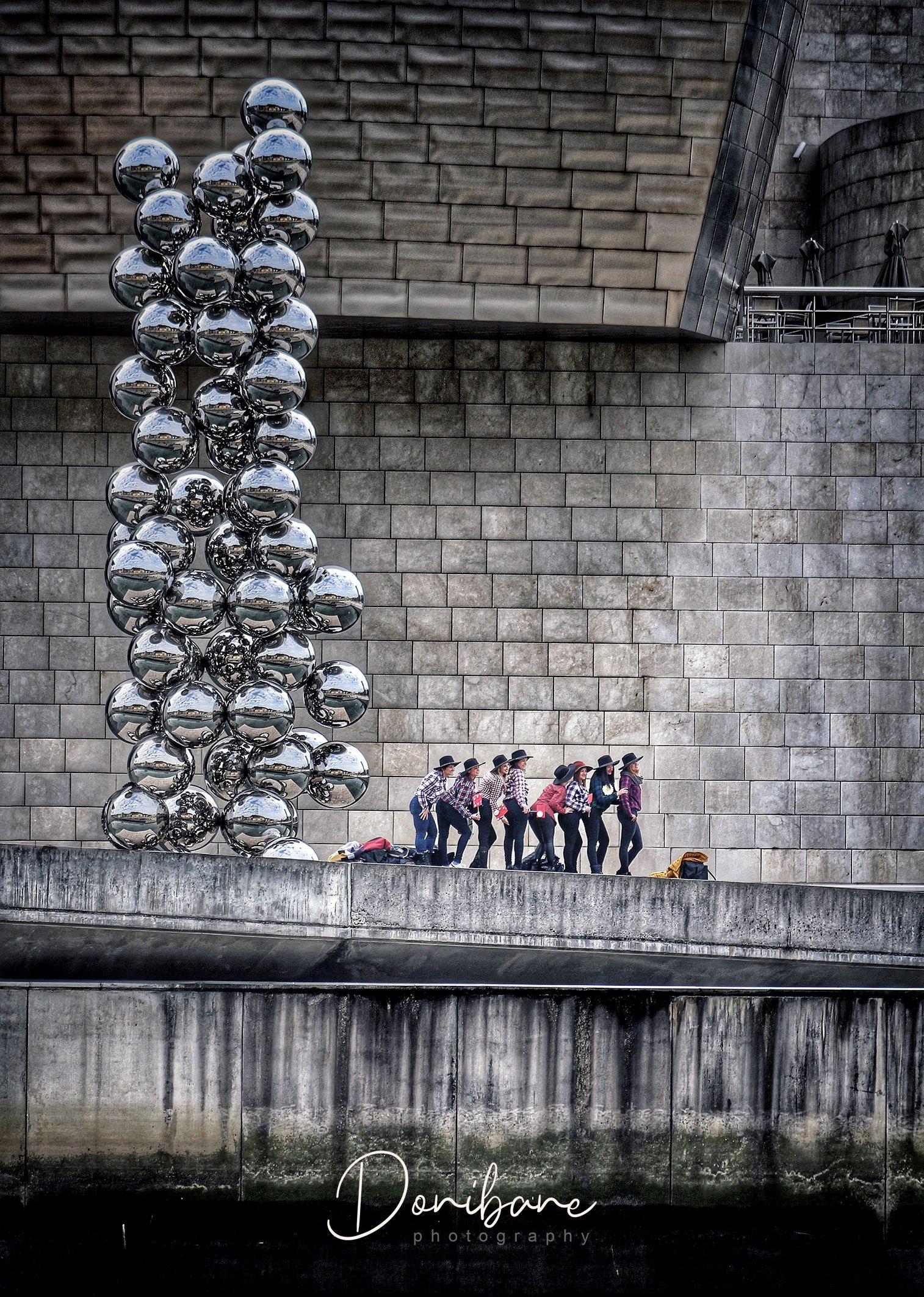 Turistas en Bilbao por Donibane