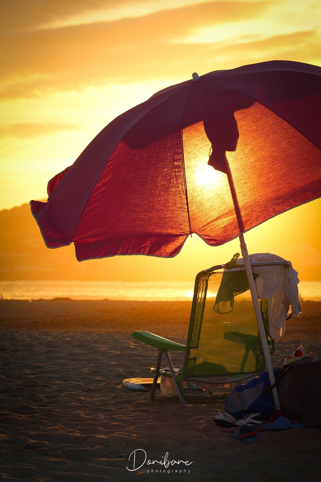 Sombrilla en playa de Bizkaia por Donibane
