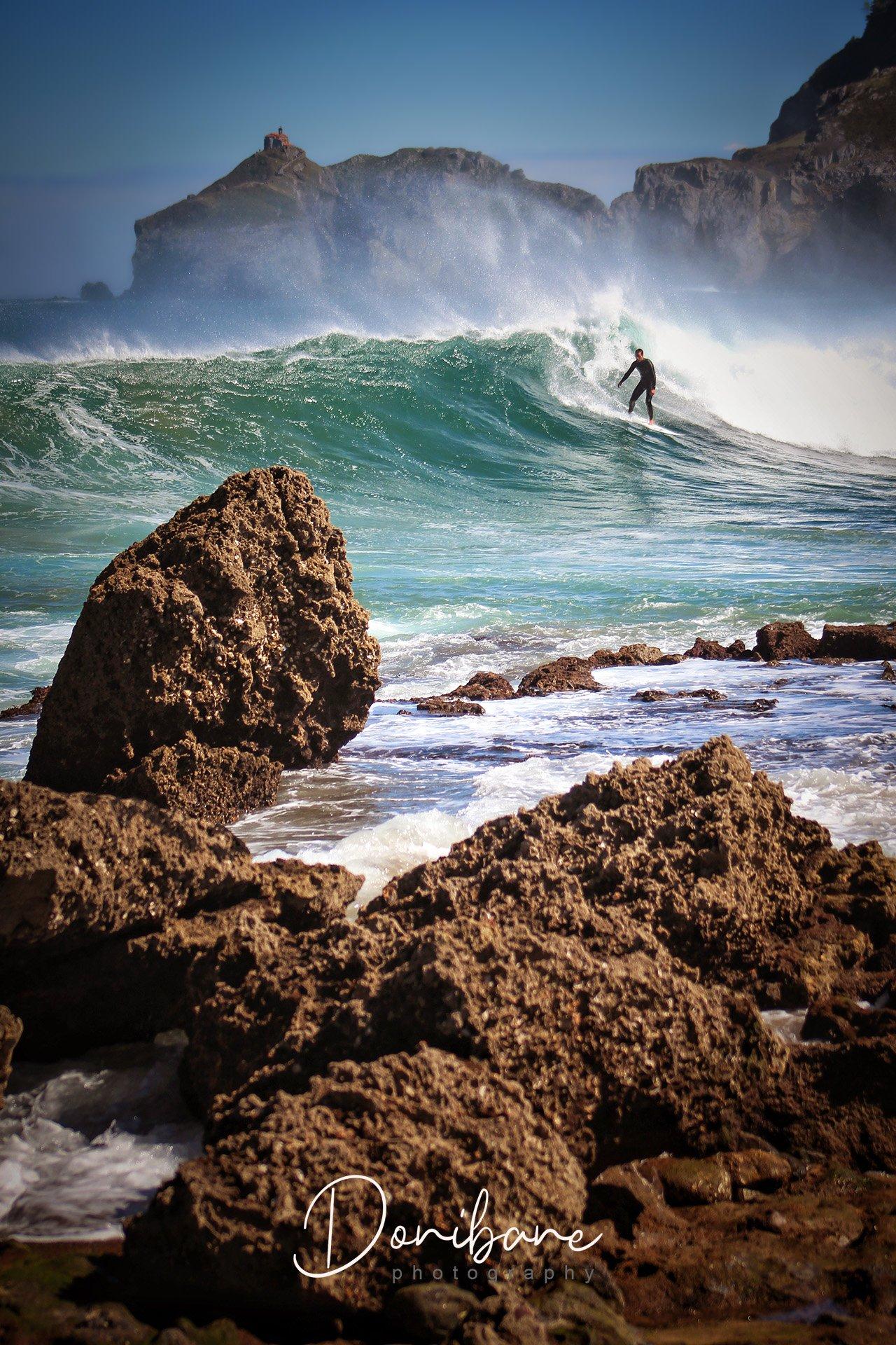 Surf en la playa de Bakio por Donibane